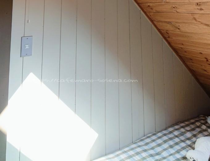 白い三角壁