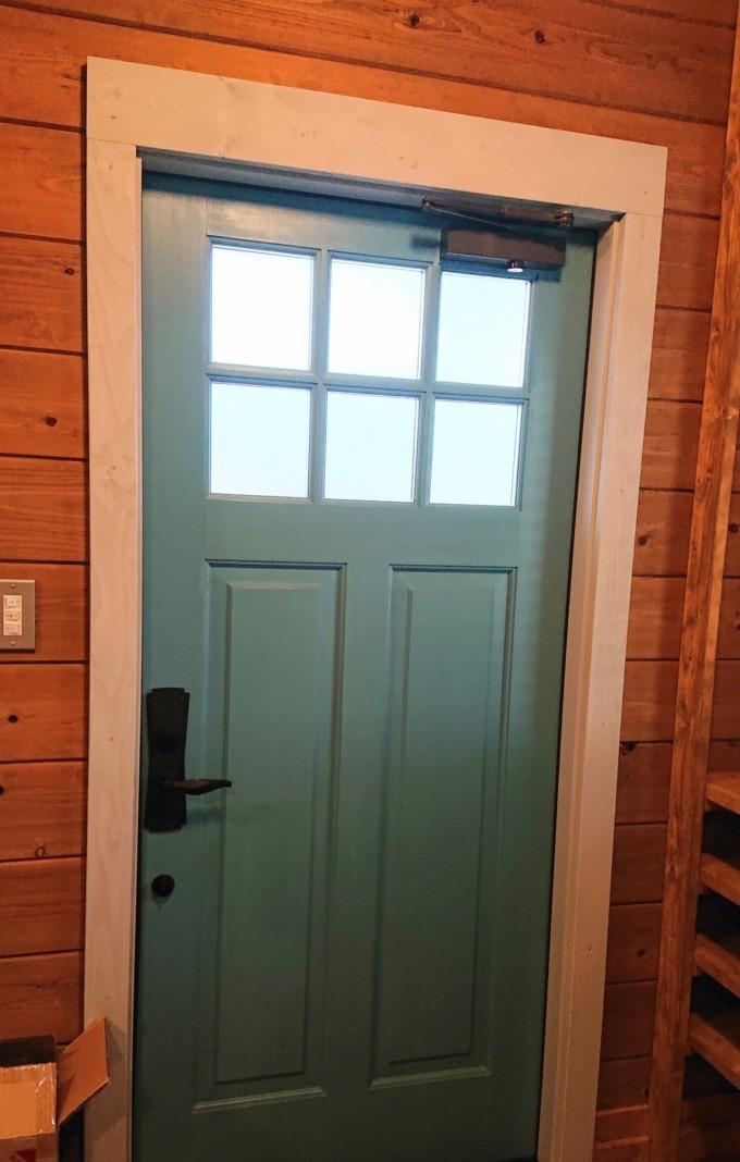 ダルブルーの玄関ドア